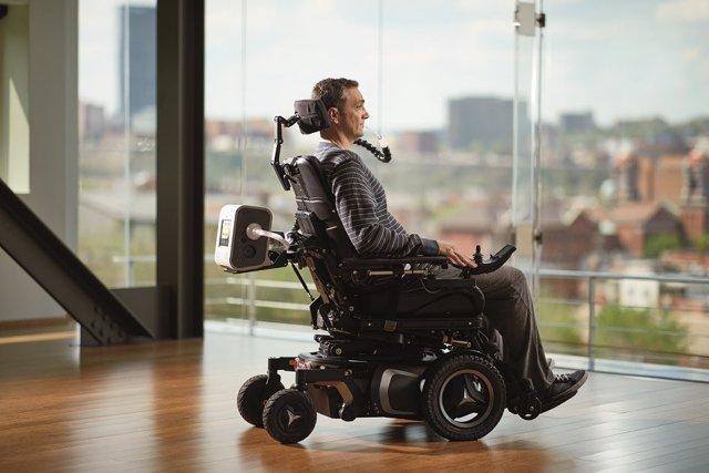 Archivo - Ventilación mecánica, ELA, silla de ruedas