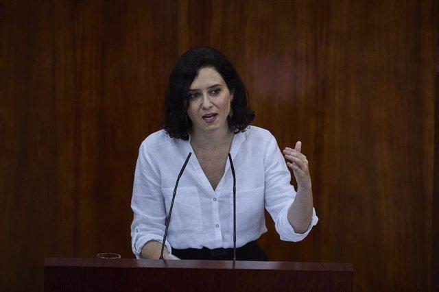 La presidenta en funciones de la Comunidad de Madrid, Isabel Díaz Ayuso, interviene en la segunda sesión del pleno de su investidura en la Asamblea de Madrid