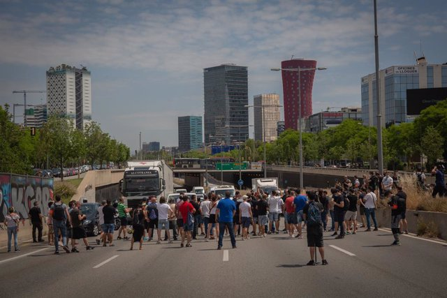 Archivo - Trabajadores de Nissan protestan por el cierre de las fábricas.