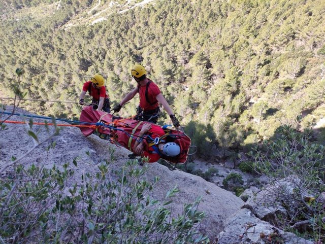 Bomberos de Mallorca del Grupo de Rescate de Montaña durante su formación