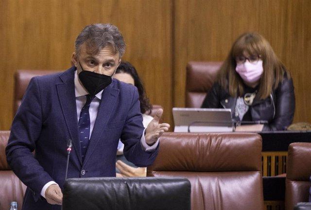 Archivo - El portavoz parlamentario del PSOE-A, José Fiscal, en una foto de archivo en el Pleno del Parlamento andaluz.