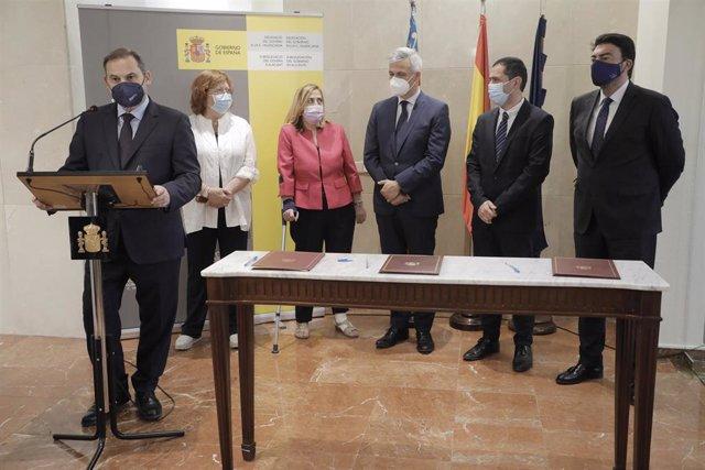 El ministro de Transportes, Movilidad y Agenda Urbana, José Luis Ábalos, este jueves en Alicante.