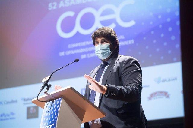 El presidente de la Comunidad, Fernando López Miras, en la clausura de la Asamblea General de la Confederación Comarcal de Organizaciones Empresariales de Cartagena (COEC)