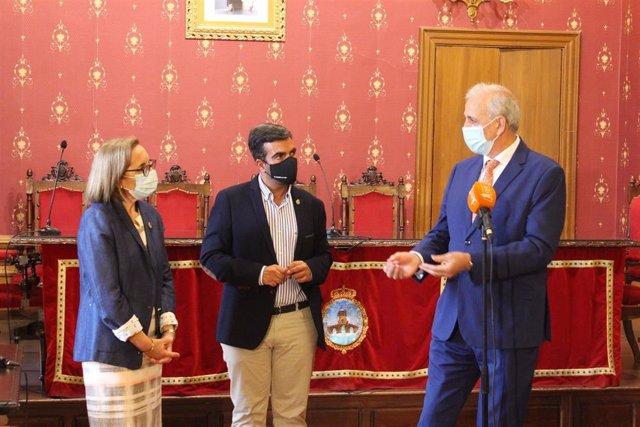 El delegado territorial de Igualdad, Políticas Sociales y Conciliación en Granada de la Junta de Andalucía, Manuel Montalvo, visita Loja, municipio que recibirá once millones de euros en políticas sociales