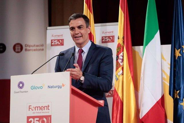 El presidente del Gobierno, Pedro Sánchez, este viernes en el Foro de Diálogo España-Italia en la sede de Foment del Treball