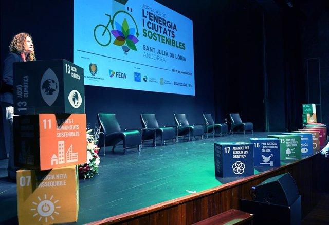 Sílvia Calvó inaugurando las Jornadas de la Energía y Ciudades Sostenibles.