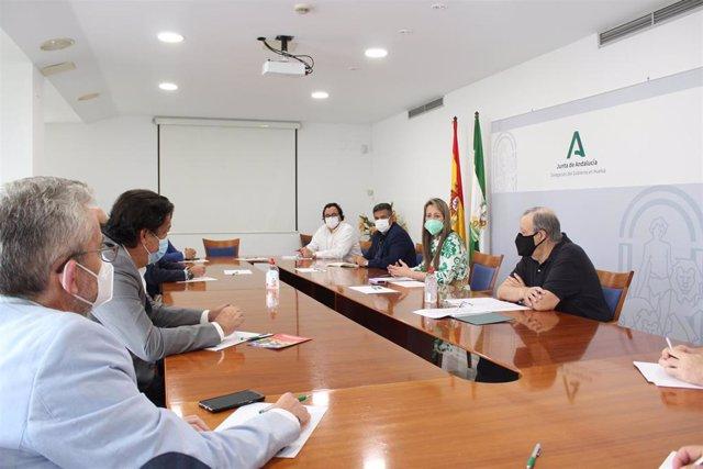 Encuentro con representantes de los sectores relacionados con la construcción y el urbanismo y de los colegios profesionales de este ámbito.