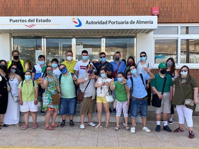 Miembros de Asalsido visitan el Puerto de Almería