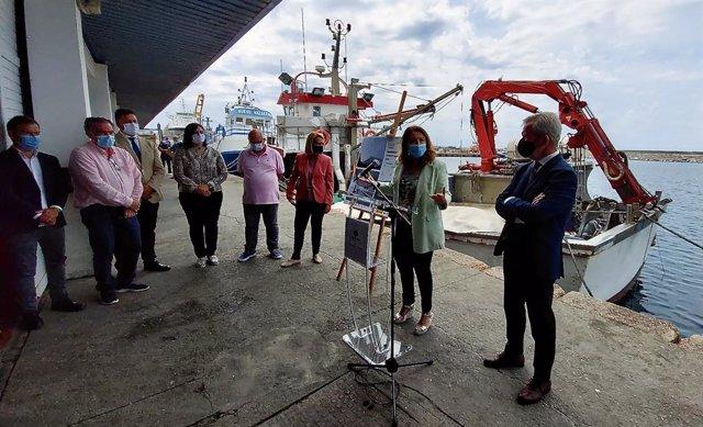 La consejera de Agricultura, Ganadería, Pesca y Desarrollo Sostenible, Carmen Crespo, visita el puerto pesquero de Motril (Granada)