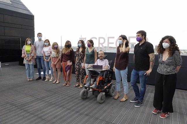 La portavoz adjunta de Podemos en la Asamblea de Madrid, Alejandra Jacinto (5i); la ministra de Derechos Sociales, Ione Belarra (6i); la ministra de Igualdad, Irene Montero (6d); el portavoz parlamentario de Unidas Podemos, Pablo Echenique (4d); la export