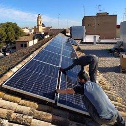 Archivo - Imagen de archivo de una instalación de paneles solares