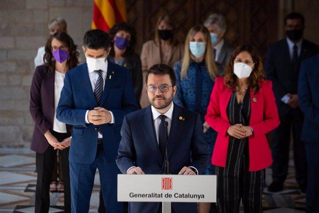 El president de la Generalitat, Pere Aragonès, acompanyat dels consellers, ofereix una roda de premsa després de la primera reunió del Consell Executiu del nou Govern català, en el Palau de la Generalitat, a 26 de maig de 2021, a Barcelona, Catalunya