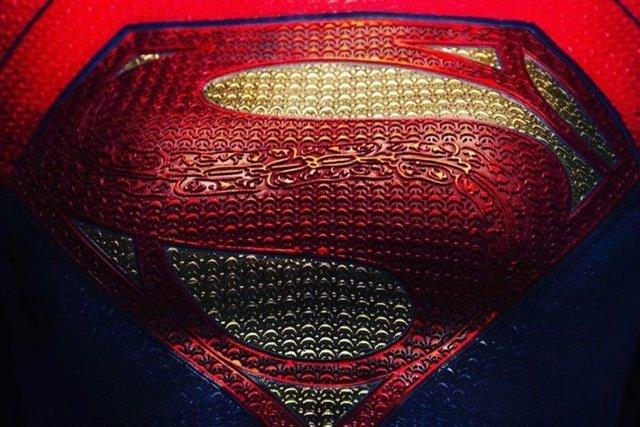 Primera imagen de Supergirl en la pelícual de The Flash de Ezra Miller