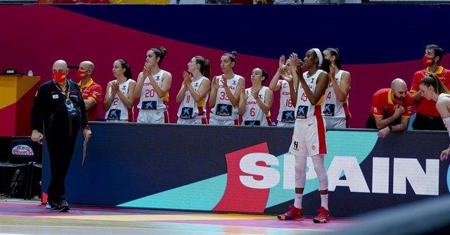 El seleccionador nacional femenino de baloncesto, Lucas Mondelo