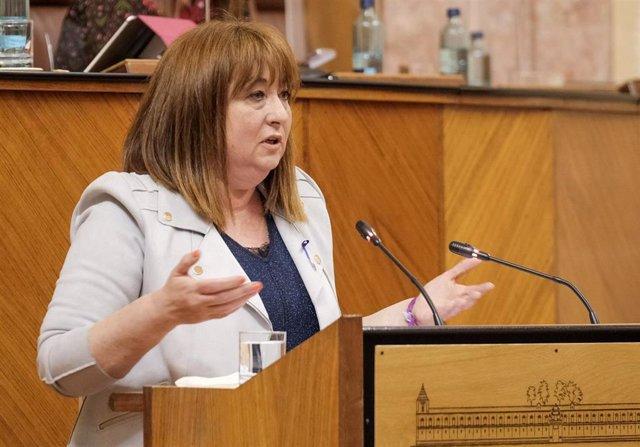 Archivo - La parlamentaria del PSOE-A Soledad Pérez, en el Pleno del Parlamento en una foto de archivo.