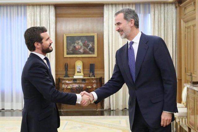 Archivo - El rey Felipe VI recibe en audiencia al presidente del Partido Popular, Pablo Casado en el Palacio de la Zarzuela en Madrid a 11 de diciembre de 2019.