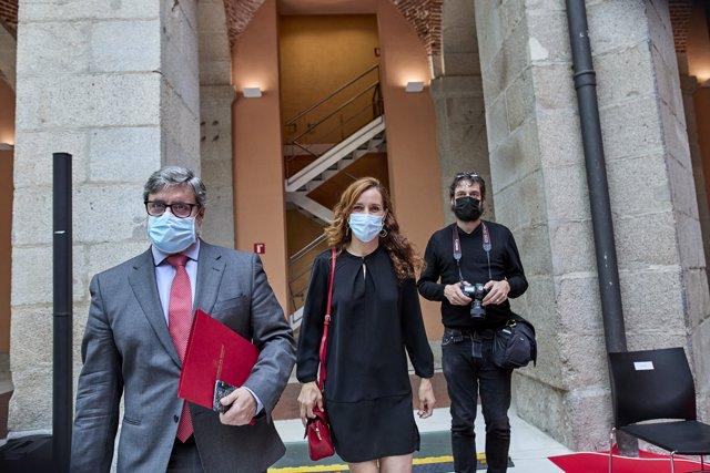 La portavoz de Más Madrid en la Asamblea, Mónica García a su llegada al acto de toma de posesión de la presidenta de la Comunidad de Madrid