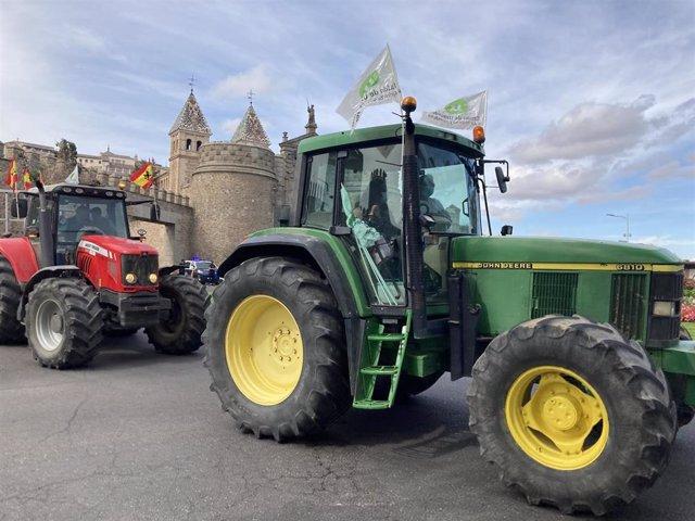 Tractorada, convocada por Unión de Uniones, en Toledo para exigir ayudas para el olivar afectado por Filomena