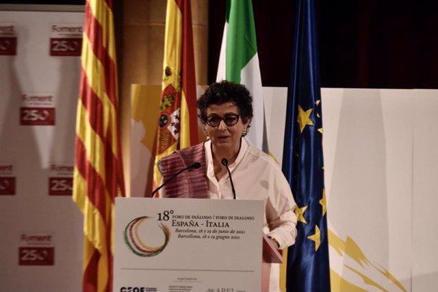 La ministra de Asuntos Exteriores, Unión Europea y Cooperación, Arancha González Laya, este sábado durante su intervención en el Foro de Diálogo España-Italia en la sede de Foment del Treball en Barcelona