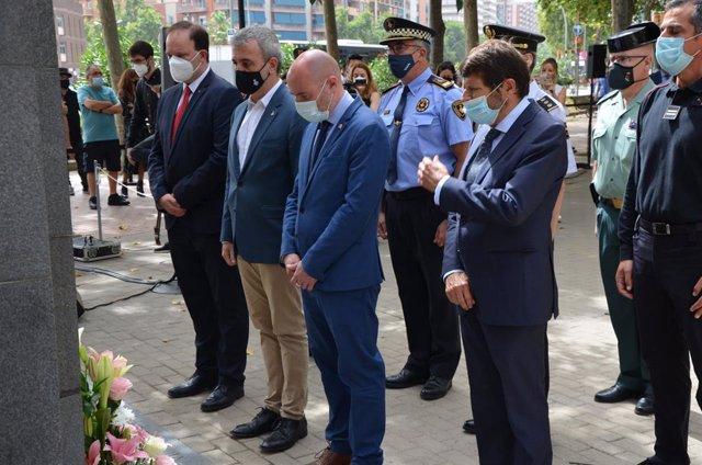 Jaume Collboni, Albert Batlle i Jordí Martí en l'acte commemoratiu de la memòria de les víctimes de l'atemptat d'Hipercor.