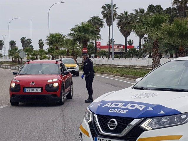 Archivo - Control Policía Local en Cádiz