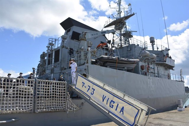 El patrullero 'Vigía' zarpa de la estación marítima de Puntales