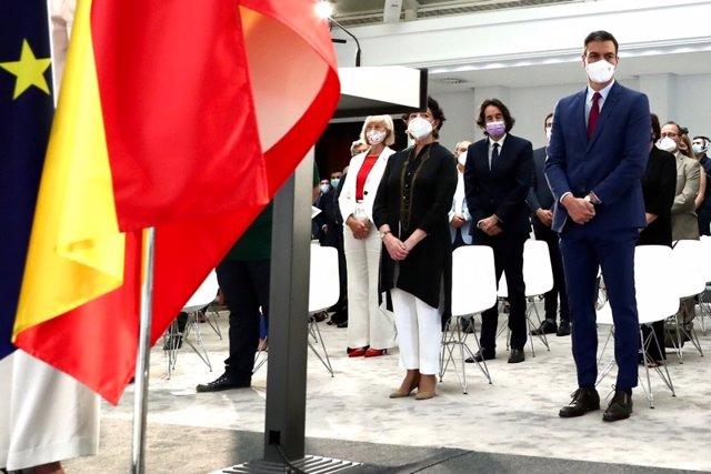 La consejera de Educación y FP de Cantabria, Marina Lombó, asiste al acto de homenaje a la comunidad educativa celebrado en La Moncloa, encabezado por el presidente del Gobierno, Pedro Sánchez