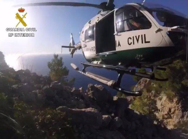 Archivo - Imagen de archivo de un helicóptero del Grupo de Rescate de Montaña de la Guardia Civil (Greim).