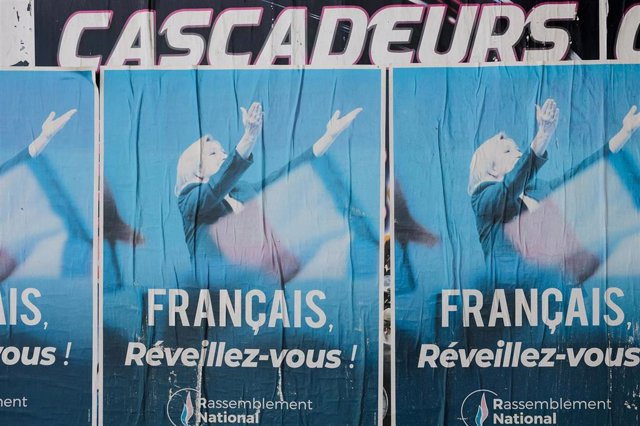 Carteles de la campaña electoral regional en Francia