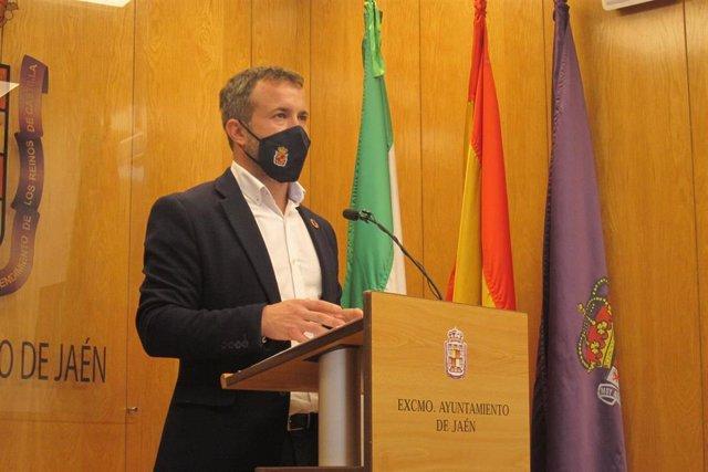 Archivo - El alcalde de Jaén, Julio Millán, en una imagen de archivo.