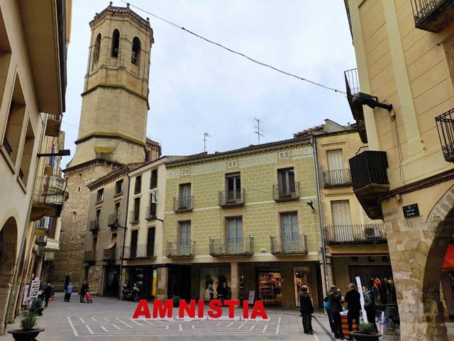 Archivo - Arxivo - Punt de recollida de signatures per a la llei d'amnistia habilitat per Òmnium Cultural a Tàrrega (Lleida)