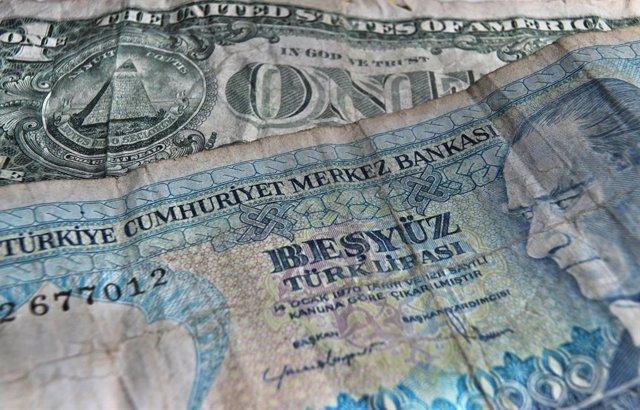 Archivo - Billetes de dólares