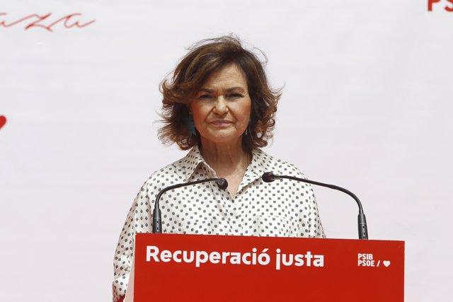La vicepresidenta primera del Gobierno y ministra, Carmen Calvo, interviene, después de recibir el Premio Maria Plaza de los Socialistas de Mallorca, durante la entrega del XX Premio Maria Plaza.