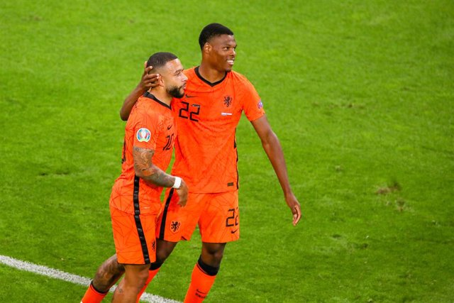 Denzel Dumfries of the Netherlands is celebrating his goal with Memphis Depay during the UEFA Euro 2020, Group C football match between Netherlands and Austria on June 17, 2021 at the Johan Cruijff ArenA in Amsterdam, Netherlands - Photo Marcel ter Bals /