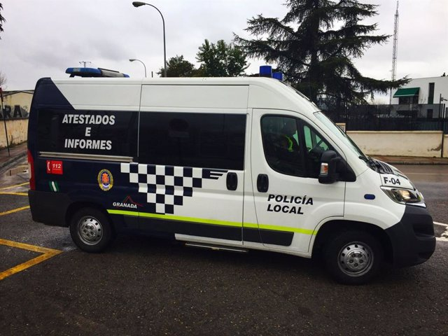 Archivo - Imagen de archivo de una furgoneta de la Policía Local de Granada