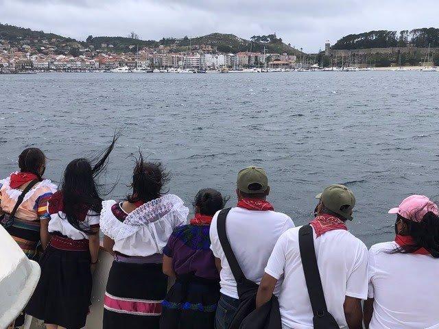 Delegación zapatista a su llegada a Baiona, en Galicia