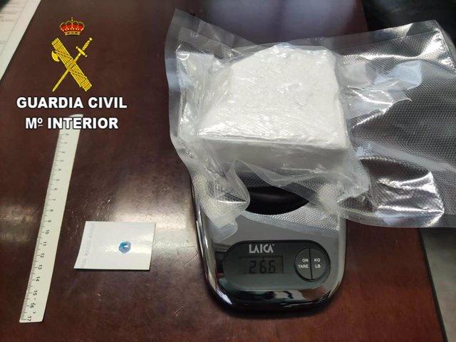 Efectos aprehendidos por la Guardia Civil a una persona detenida en Torremocha del Campo por tráfico de drogas