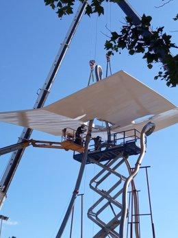 Barcelona ultima la rehabilitación de la escultura David i Goliat que cayó por el temporal Gloria.