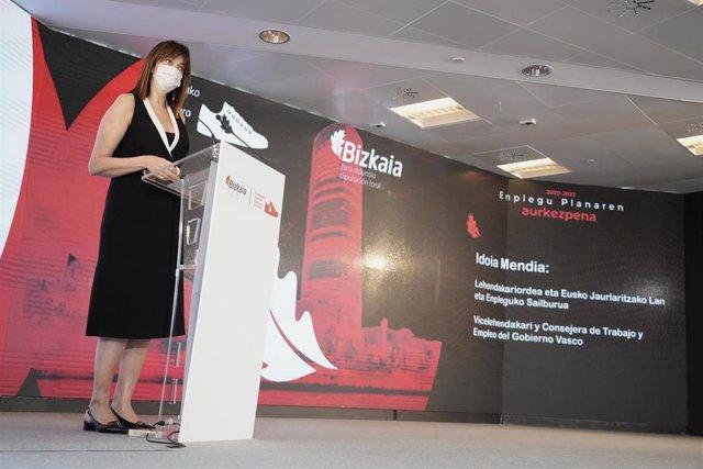 La vicelehendakari y consejera de Trabajo y Empleo, Idoia Mendia, durante su participación en la presentación del Plan de Empleo 2020-23 de Bizkaia en Bilbao