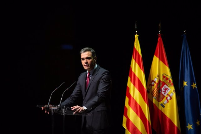 El presidente del Gobierno, Pedro Sánchez, anuncia en una conferencia en el Liceu que indultará a los condenados por el 1-O.