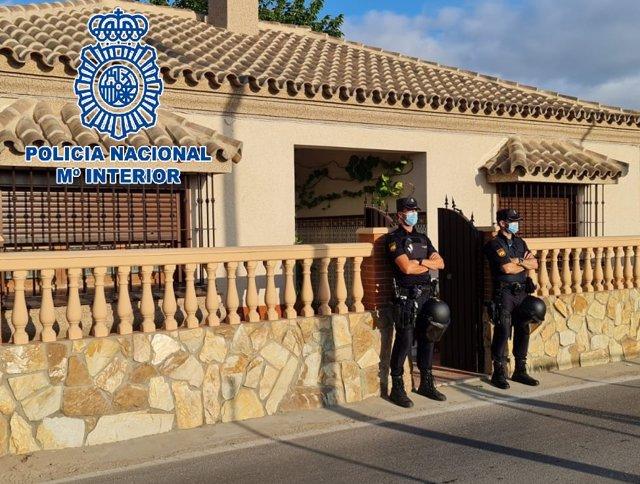 Agentes de la Policía en la operación desarrollada en Sanlúcar