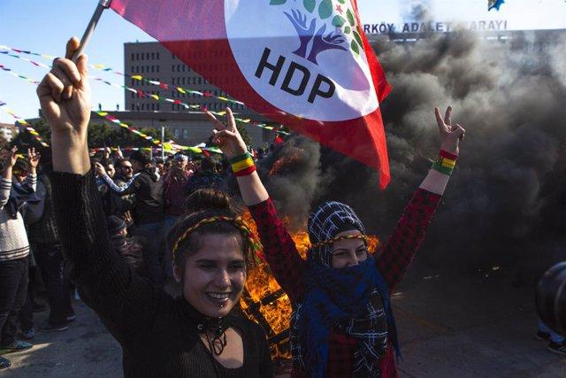 Archivo - Imagen de archivo de seguidoras del HDP en Turquía.