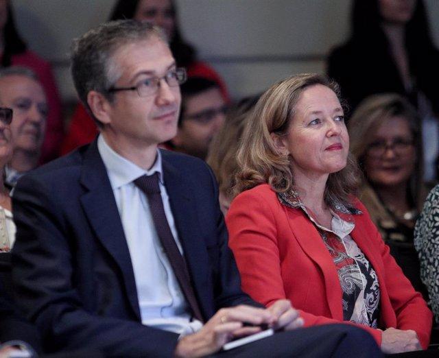 Archivo - El gobernador del Banco de España, Pablo Hernández de Cos y la vicepresidenta de Asuntos Económicos, Nadia Calviño, en una imagen de archivo