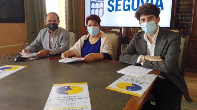 El director del festival, Ignacio Sanz (izquierda), la alcaldesa de Segovia, Clara Luquero (centro) y el concejal de Cultura (Alberto Espinar)