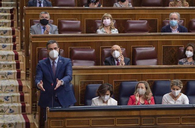 Archivo - El presidente del Gobierno, Pedro Sánchez, interviene en una sesión de control al Gobierno en el Congreso de los Diputados