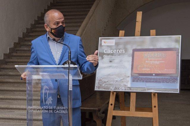 El diputado Santos Jorna presenta el programa 'Cáceres destino digital'