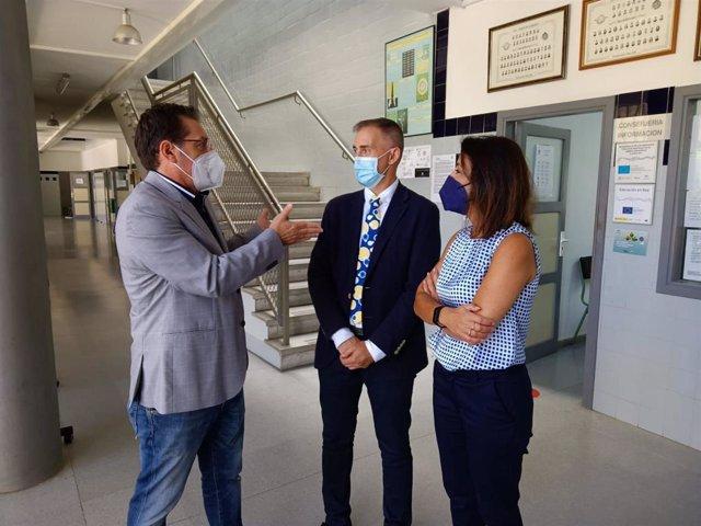El delegado de Educación en Almería y la presidenta del Parlamento de Andalucía visitan el IES Bahía de Almería
