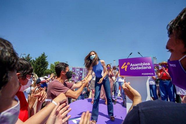 La nueva líder de Podemos, Ione Belarra, tras ser elegida como secretaria general del partido en la IV Asamblea Ciudadana Estatal de Podemos, a 13 de junio de 2021, en el Auditorio Parque de Lucía de Alcorcón, Alcorcón, Madrid, (España).