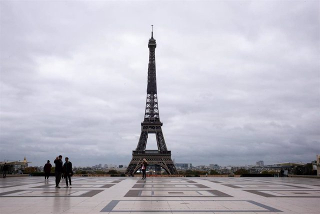 Archivo - Imagen de archivo de la torre Eiffel.