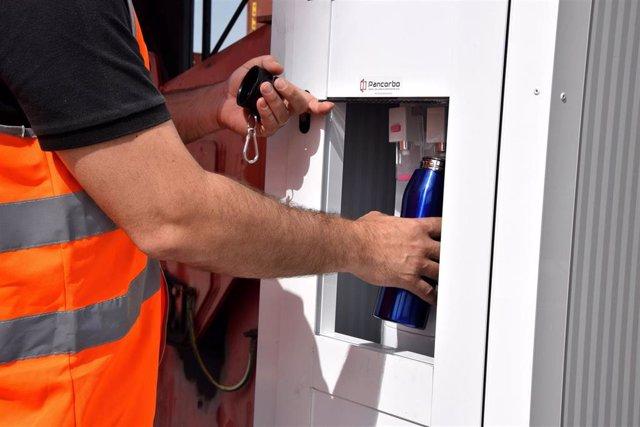 El Puerto de València eliminará un millón de botellas de plástico